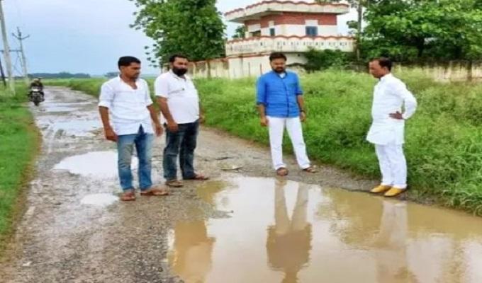 दिलदारनगर में खराब सड़कों बदहाल पर जनता में आक्रोश, जताया विरोध