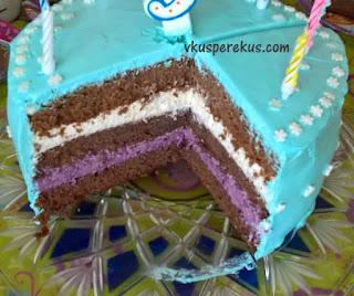 шоколадный торт с ягодным и лимонным кремом