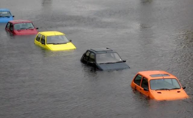 Tips Menyelamatkan Mobil Yang Kena Banjir