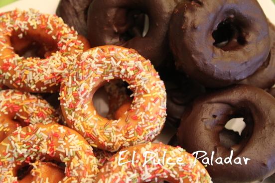 http://www.eldulcepaladar.com/2012/12/roscos-de-glasa-y-chocolate.html