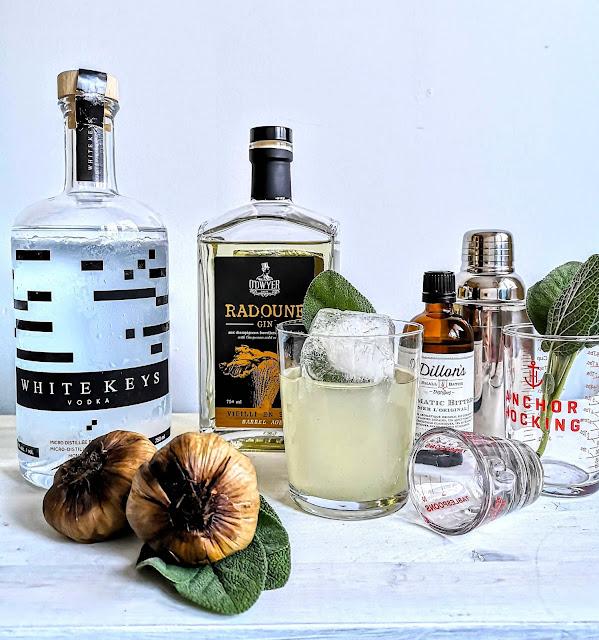 cocktail,radoune-vieilli-en-baril,ail-noir,sirop-ail-noir-sauge,madame-gin