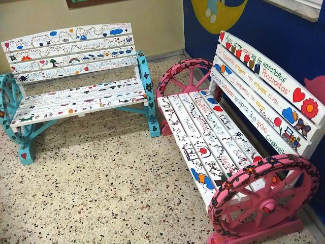 Μαθητές δημοτικού σχολείου κατασκεύασαν «φορητά» παγκάκια ανάγνωσης!