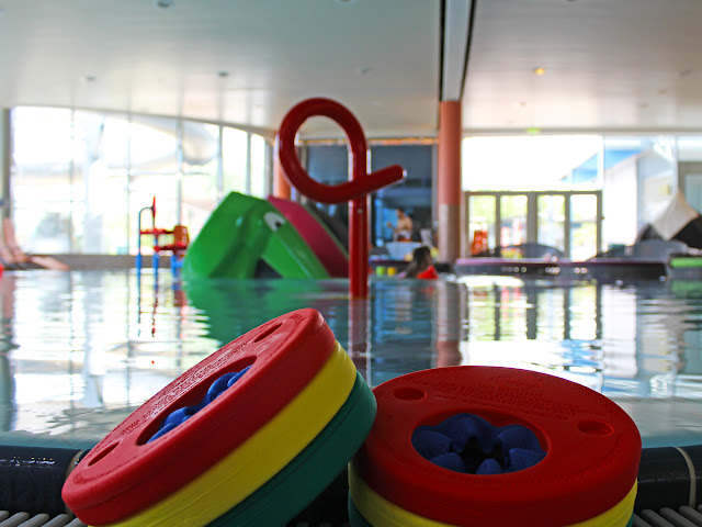 Kind in der Therme Laa