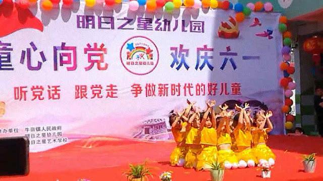 Crianças na escola entoam louvores ao comunismo