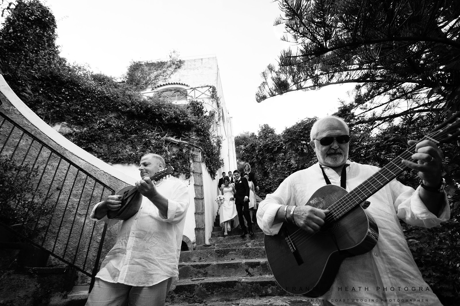 Neoplitan band playing music during a Positano wedding