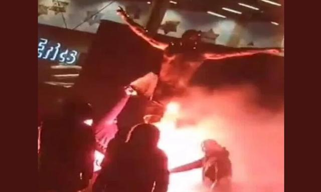 بعد استثماره في نادٍ منافس.. جماهير مالمو تحرق تمثال إبراهيموفيتش