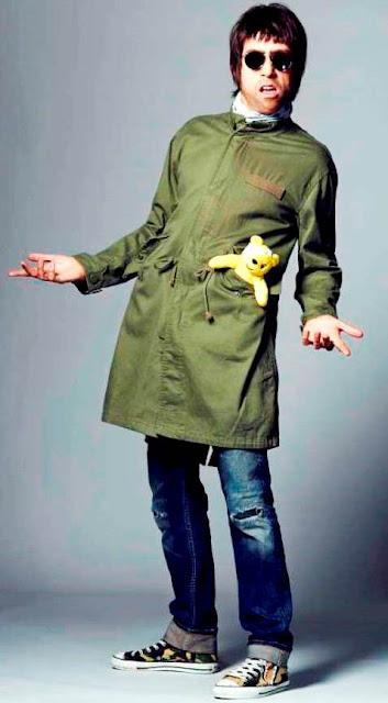 Foto de Liam Gallagher posando parado