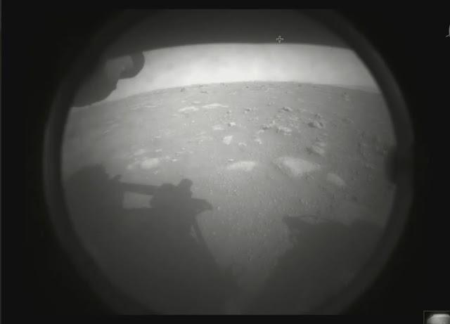 primeira imagem de Marte feita pelo rover Perseverance