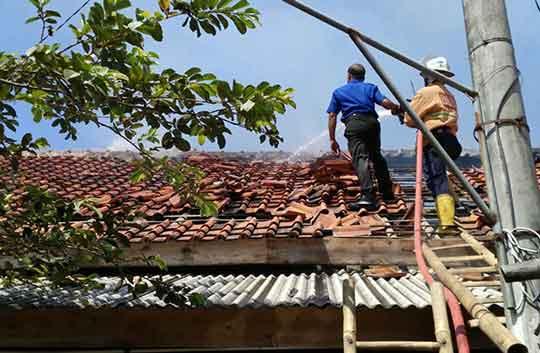 korban kebakaran rumah di ciloa rugi ratusan juta rupiah