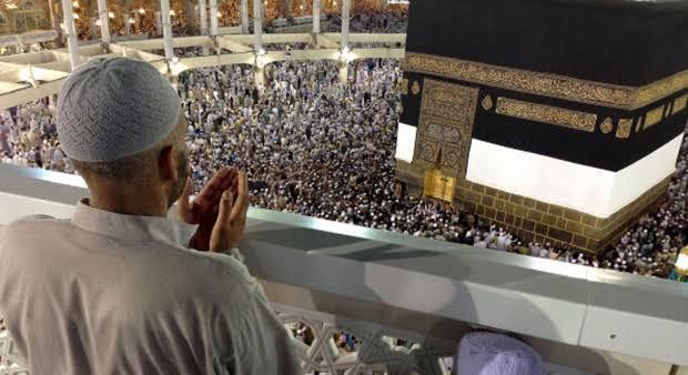 "Haji adalah kewajiban bagi seorang muslim yang mampu satu kali dalam hidup.  Allah SWT berfirman, yang artinya ""Mengerjakan haji adalah kewajiban manusia terhadap Allah, yaitu (bagi) orang yang sanggup mengadakan perjalanan ke Baitullah."" (QS Ali Imran [03]: 97).  Dalam hadis Nabi SAW bersabda, ""Wahai manusia, Allah SWT telah mewajibkan haji kepada kalian, maka berhajilah.""  Namun, kondisi saat ini terjadi pembatalan pemberangkatan haji, patut kita pertanyakan bagaimana komitmen Pemerintah dan negara Indonesia dalam menjamin pelaksanaan ibadah utama tiap-tiap warga negaranya?"