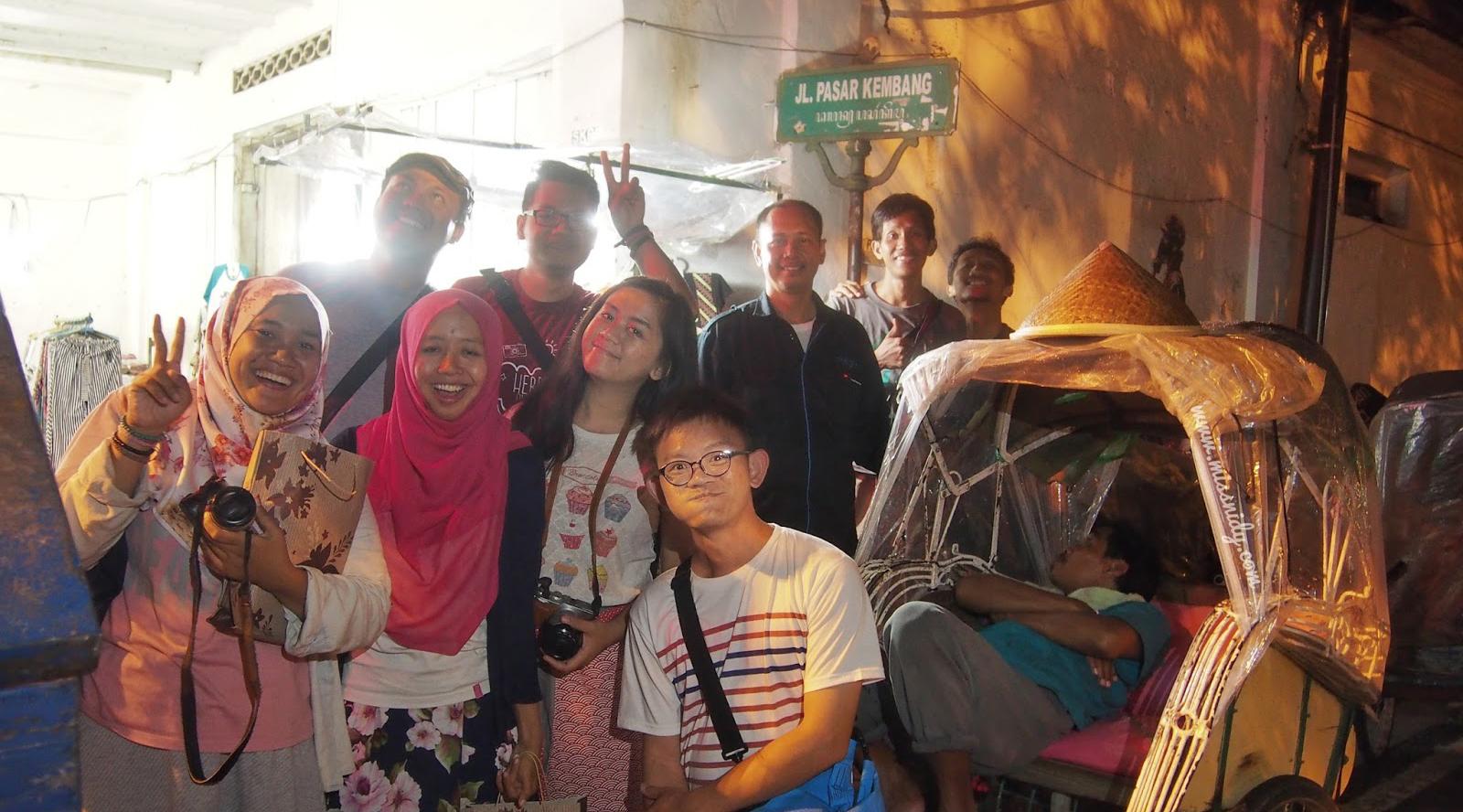 remaja dan sisiwi cantik pakai hijab jadi PSK di Pasar Kembang di Yogyakarta