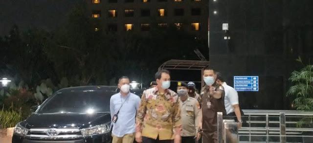 Dijemput Paksa, Azis Syamsuddin Akhirnya Tiba di Gedung KPK