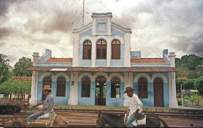 Em 1910 a Estrada de Ferro de Baturité foi somada a Estrada de Ferro de  Sobral criando a Rede de Viação Cearense. fe5b8ded79