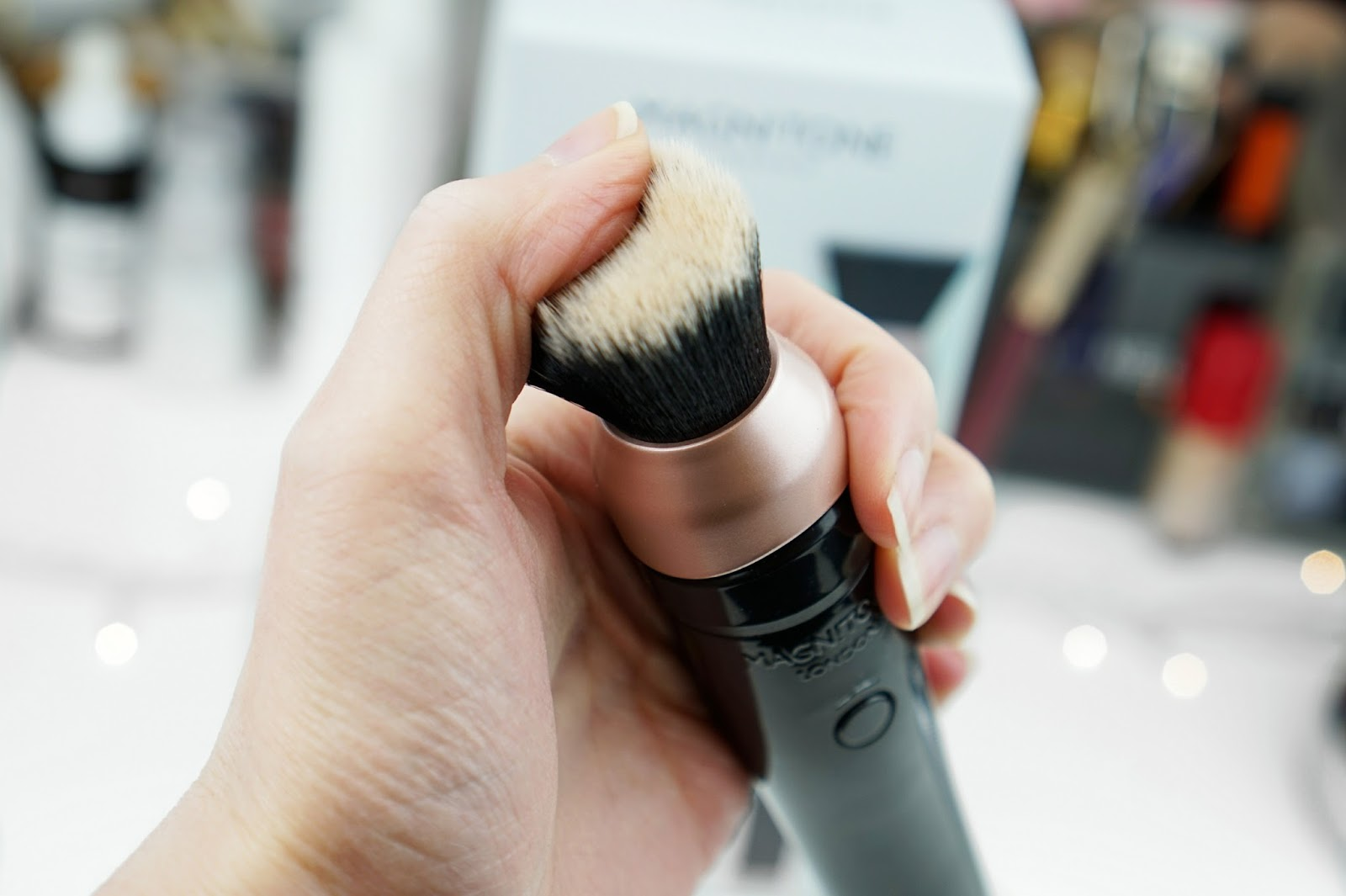 Magnitone_London_Makeup_Blending_Brush_Hairs