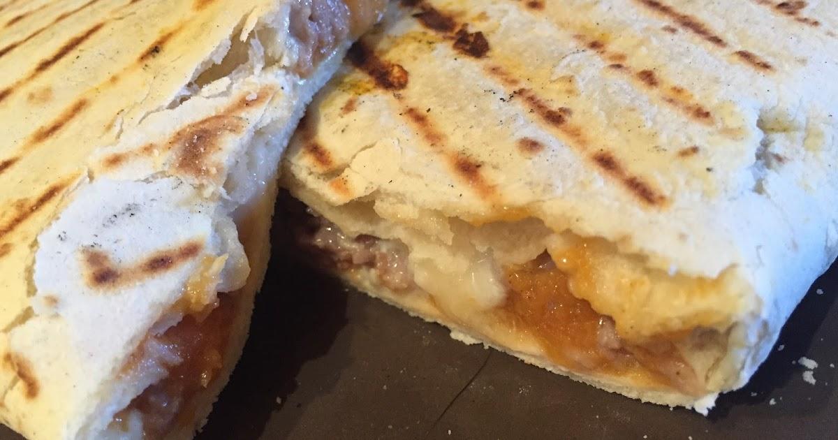 Piadina con crema di zucca, gorgonzola e salsiccia