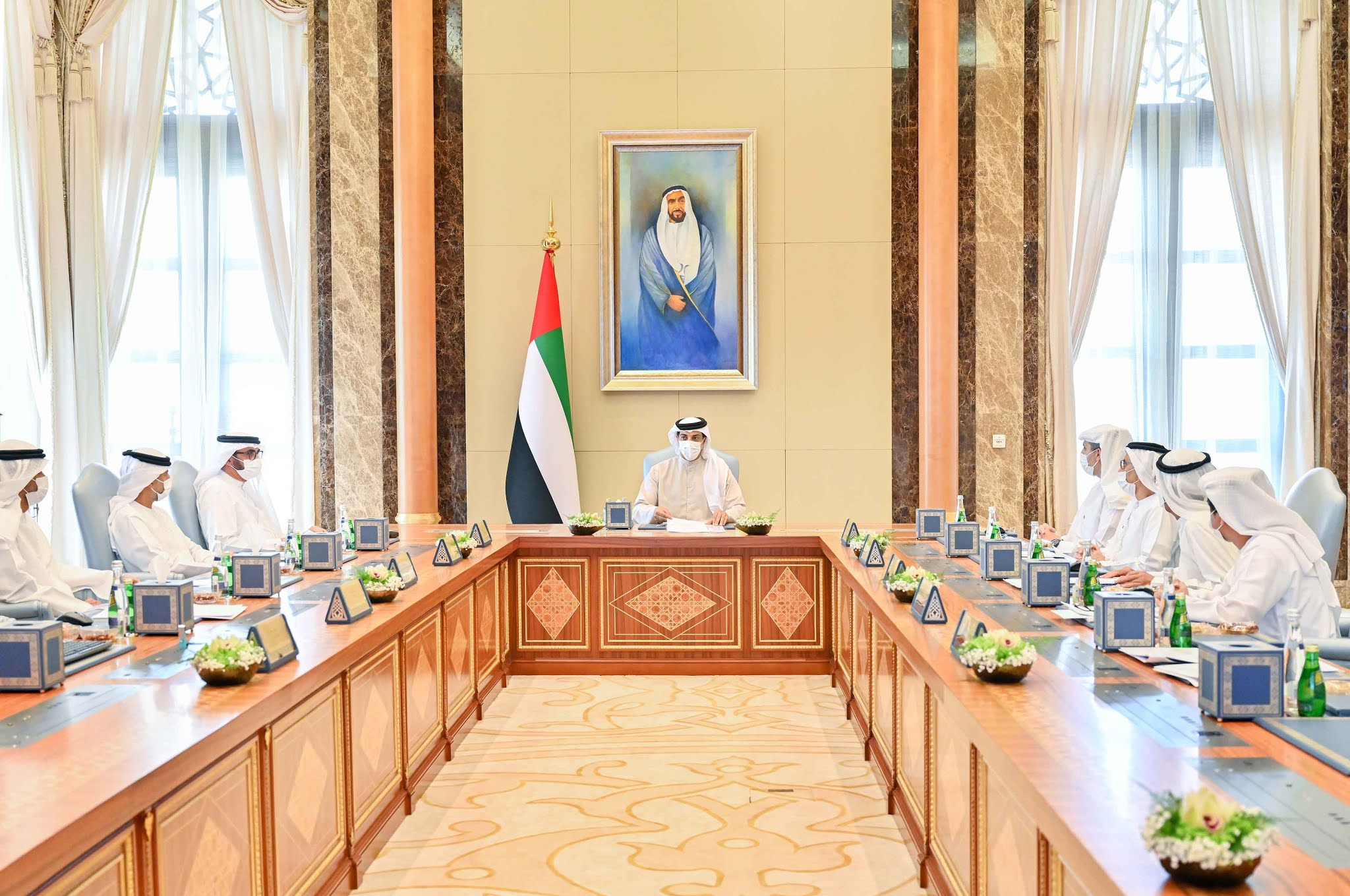 Mansour bin Zayed chairs Mubadala Investment Company meeting