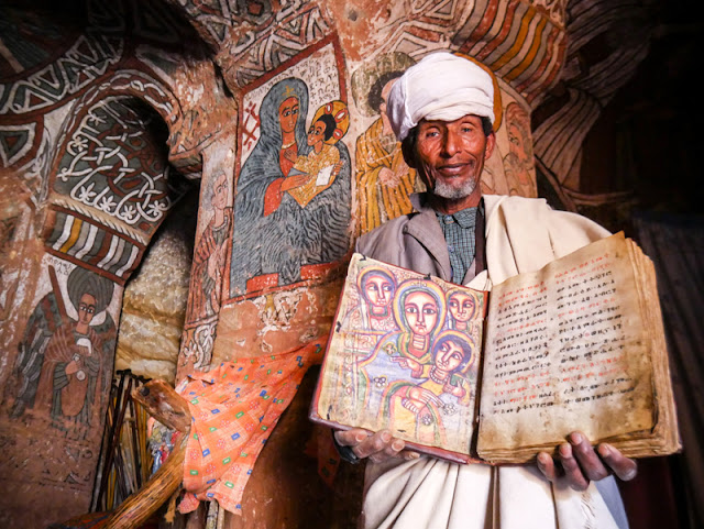 Biblia de la iglesia Abuna Yemata Guh en Etiopía