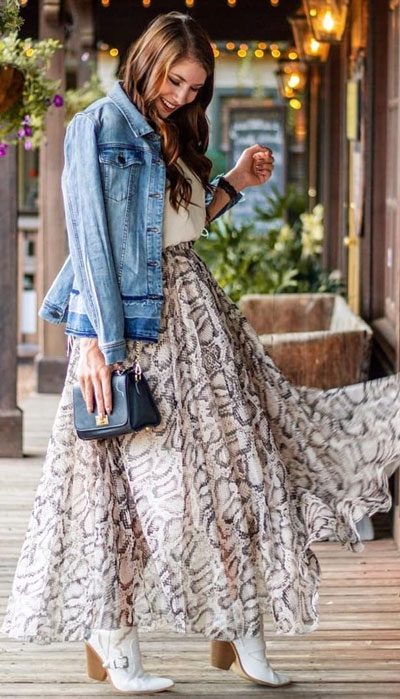 The holidays are here, these simple but cute festive outfit ideas are ready to help you shine glamorously in your upcoming Instagram photos. Holiday Fashion + Style via higiggle.com | Skirt Outfits | #festivestyle #skirt #jacket #denim