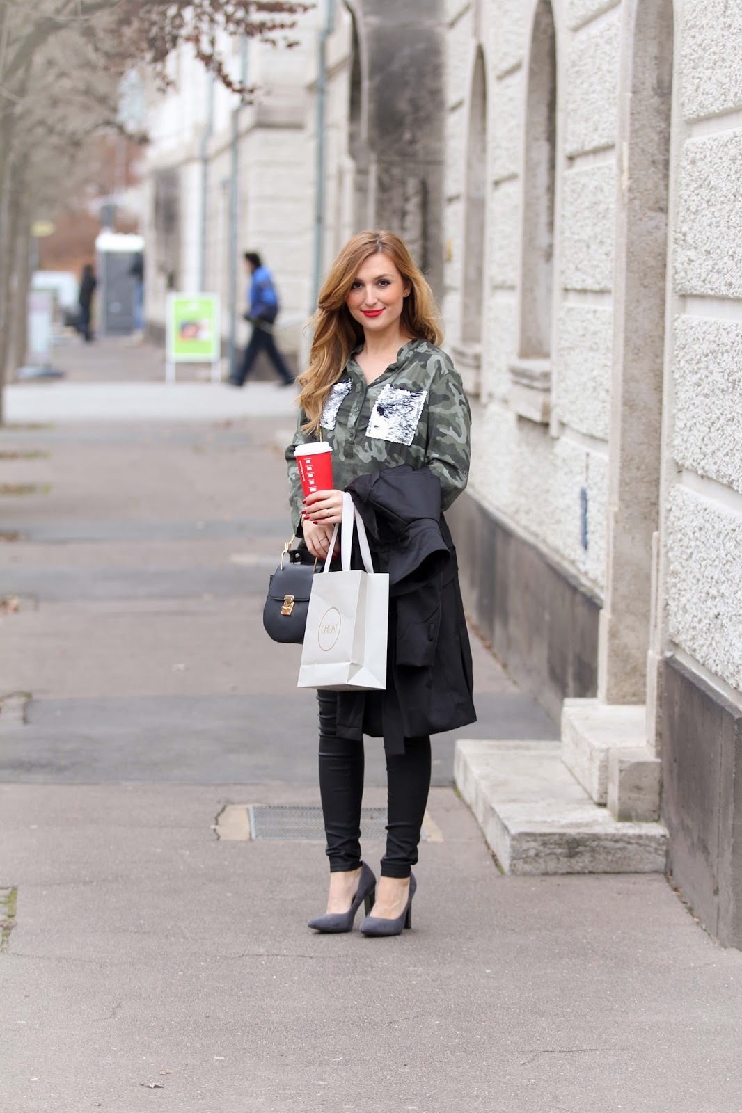 Deutsche-Fashionblogger--fashionblog-muenchen-munich-blogger-fashionblogger-bloggerdeutschland-lifestyleblog-modeblog-muenchen-germanblogger-styleblog-bundfaltenhose-a-la-streetwear