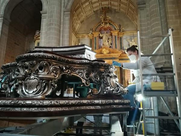 Segunda fase del proceso de restauración del trono de la Virgen de las Angustias de Jaén