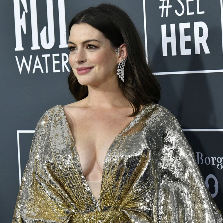 Anne Hathaway Glitters in Gold at the 2020 Critics' Choice Awards