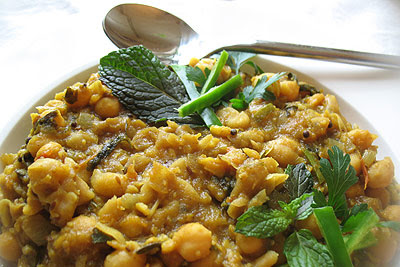 Chickpeas in a Tomato and Tamarind Gravy with Spices