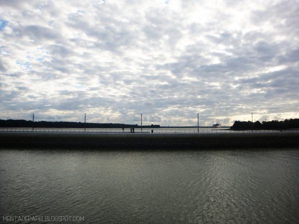Muelle en Wedel, a las orillas del Elba en Hamburgo