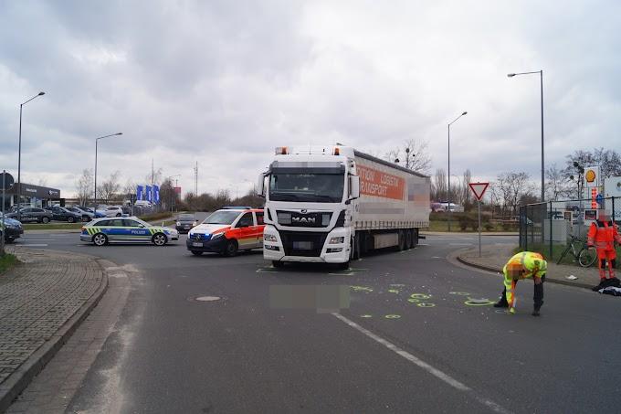In Klinik geflogen: Lastwagen erfasst Radfahrer