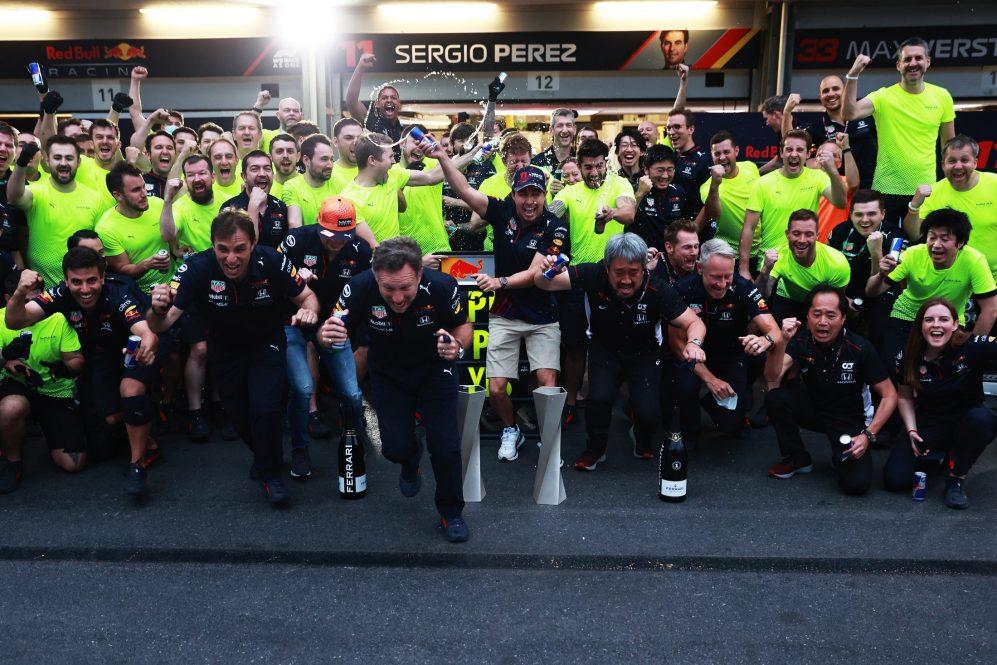 Red Bull comemora após a vitória de Perez