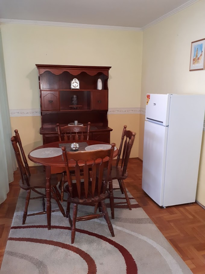 Debrecen a Vargakertben eladó 61 nm nagyságú, 2 szobás , étkezős , földszinti lakás