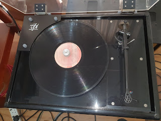 VPI HW-19 Turntable  c/w rega rb250 tonearm (used) Vpi3%2B%25281%2529