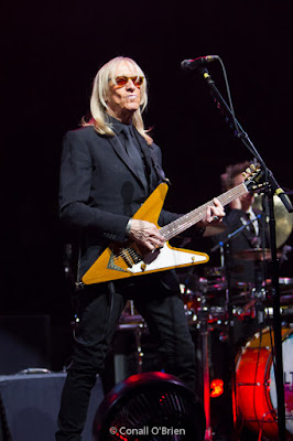 Elton John band Guitarist Davey Johnstone with Gibson Flying V, Portland, Maine 2017