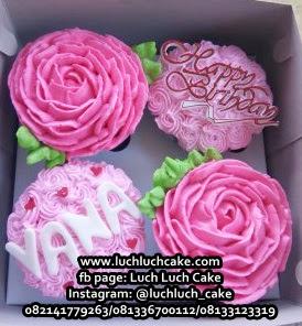 Cupcake Buttercream Bunga Pink Cantik