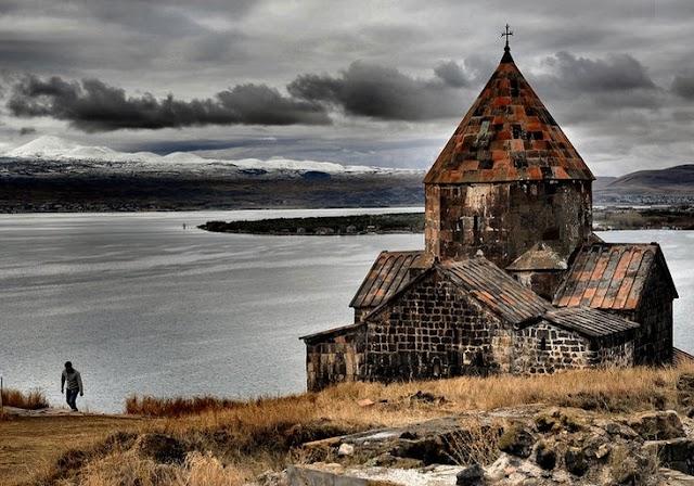 Vasárnap választ Örményország
