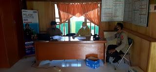 Bhabinkamtibmas Polsek Baraka Sambangi perkantoran pastikan Protokol Kesehatan ditegakkan