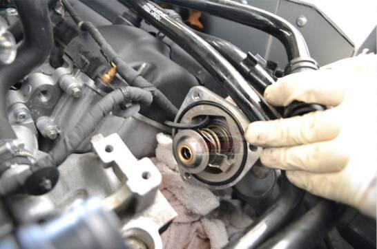 كيف يعمل الترموستات في السيارة ، واهمية تواجد الترموستات ، أعراض تلف الترموستات في السيارة