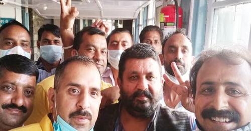 बड़ी ख़बर हिमाचल में कल से चलेंगी निजी बसें,  सीएम से मिलने के बाद माने बस ऑपरेटर