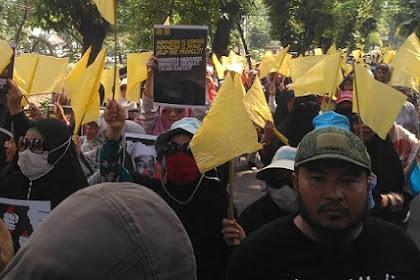 Simbol Duka, Massa Geruduk Kantor Komnas HAM Bawa Bendera Kuning