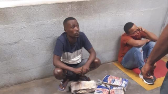 Άγρια δολοφονία δύο νεαρών στη Βραζιλία επειδή έκλεψαν κρεατικά από super market