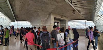 Antri lift turun Monumen Nasional