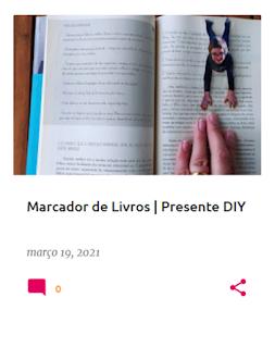 páginas de um livro com um marcador feito a partir de uma fotografia de uma criança