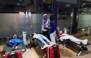 Paramedis di Jakarta Ditembaki Gas Air Mata dan Dilarang Tolong Demonstran