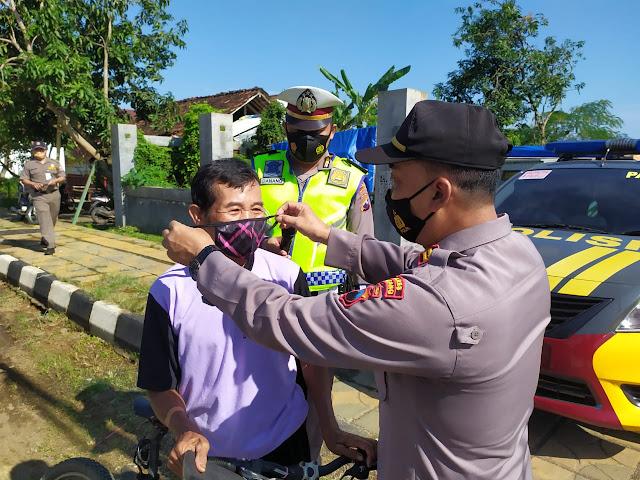 Operasi Yustisi dan Bagi Masker Untuk Tingkatkan Kesadaran Masyarakat Patuhi Prokes