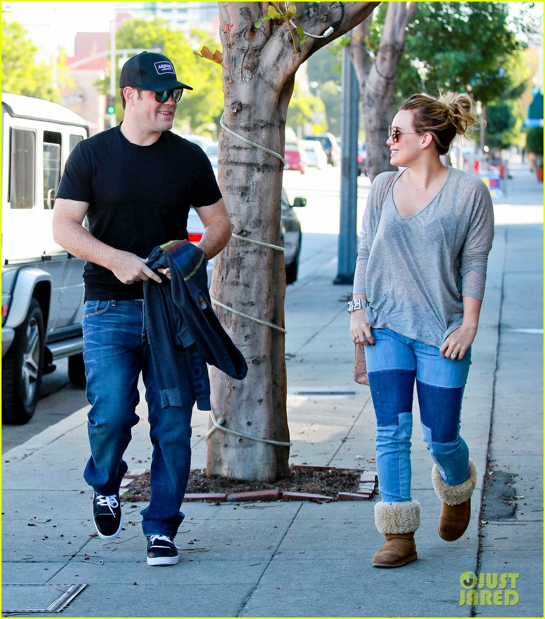 Lifestyle Hilary Duff Makes Food Shopping In Chestnut Uggs