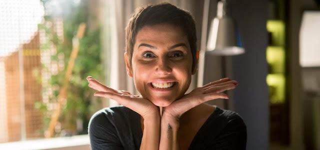 Deborah Secco corta os cabelos em Segundo Sol e posta nova foto com cabelo  curto na web f7cb68be73
