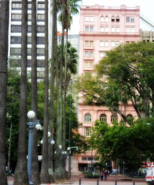 Clube do Comércio, em Porto Alegre. Visto a Partir  da Praça da Alfândega