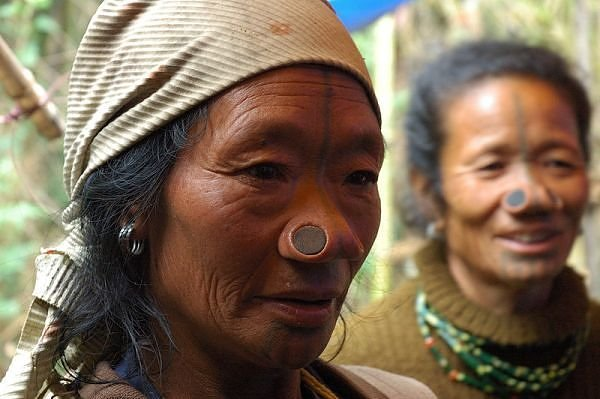 Modifikasi Tubuh Suku-Suku di Dunia Modifikasi Tubuh Suku-Suku di Dunia 7