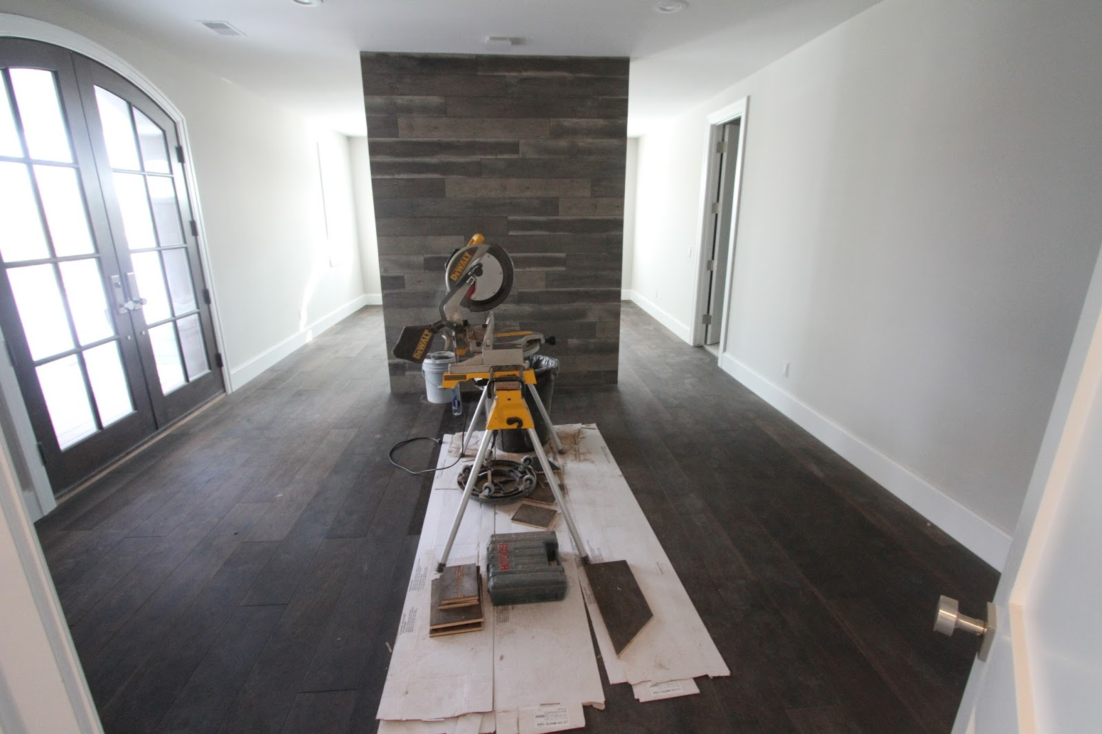 Our lake fortress wood floor progress the flooring installers have completed the wood floor in the master bedroom theres still a transition piece that will need to be installed and stained solutioingenieria Images