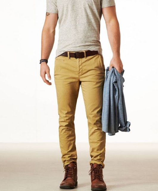 look masculino com calça marrom e corturno