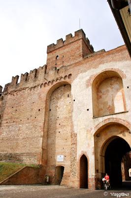 Porta Vicenza è una delle quattro porte, quella ad est, di Cittadella